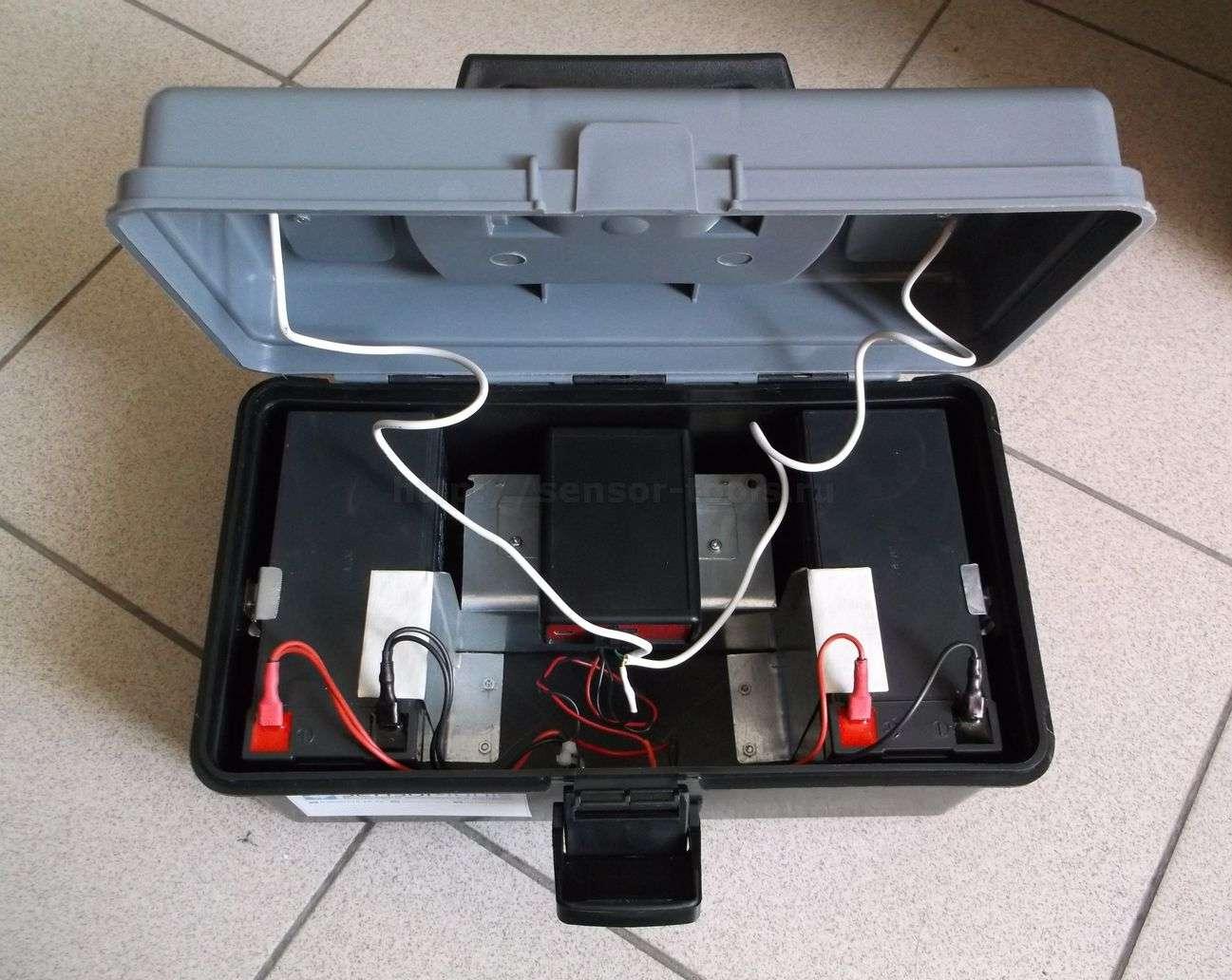 Автономный онлайн GPRS регистратор температуры для термофургона. Внутреннее устройство. 2 мощных аккумулятора по 7Ач.